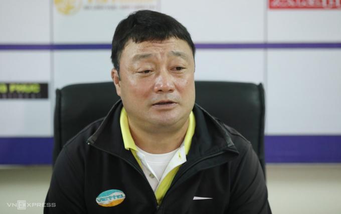 HLV Trương Việt Hoàng giúp Viettel lần đầu góp mặt trong một trận chung kết.