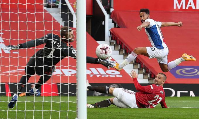 Townsend (phải) mở tỷ số cho Crystal Palace ngay phút thứ bảy. Ảnh: NMCPool.
