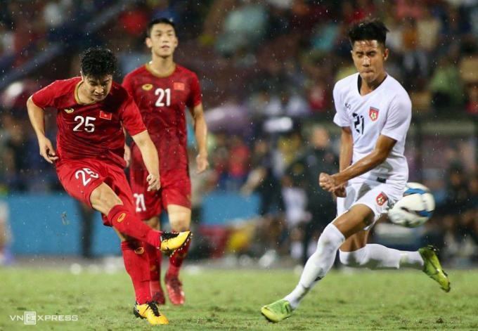 U22 Việt Nam đá trên sân Phú Thọ và thắng Myanmar 2-0 ngày 7/6/2019. Ảnh: Lâm Thỏa