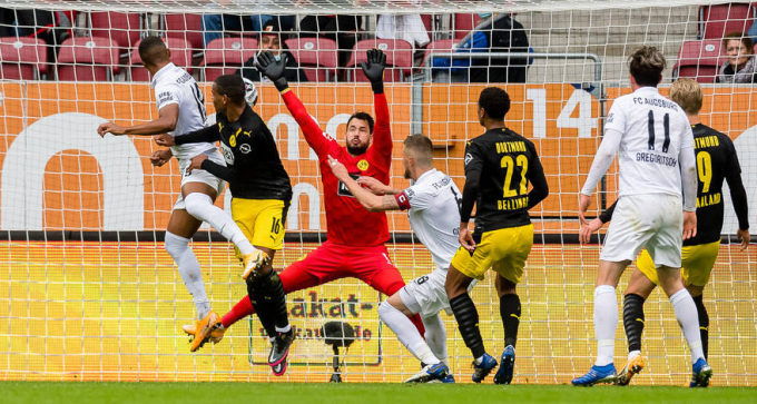 Uduokhai đánh đầu tung lưới Dortmund, mở tỷ số. Ảnh: BVB.de