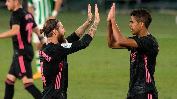 Ramos mừng bàn ấn định chiến thắng trên sân Benito Villamarin. Ảnh: Reuters.
