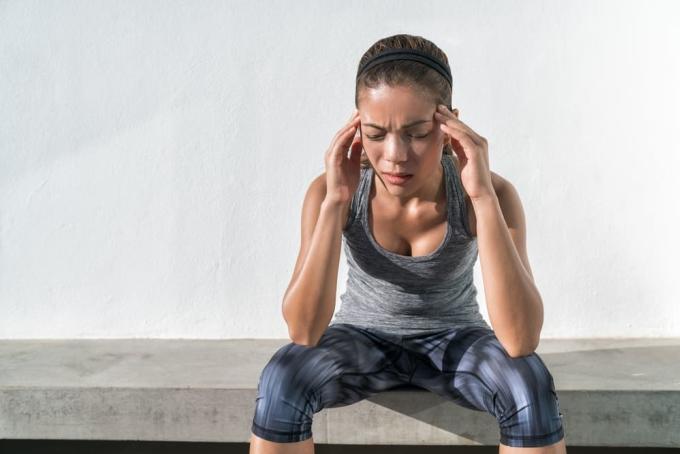 Cơn đau đầu khi vận động mạnh sẽ sớm chấm dứt nếu runner nghỉ ngơi khoa học và điều chỉnh một số yếu tố liên quan. Ảnh: Shutterstock.