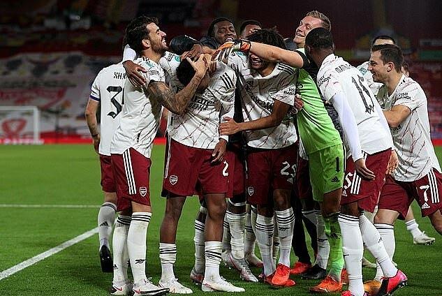 Arsenal đấu Man City ở Tứ Kết Cup Lien đoan