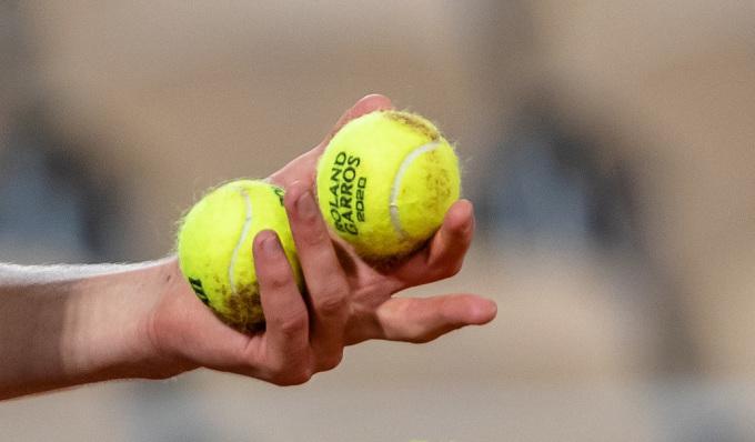 Nhiều tay vợt phàn nàn về chất lượng của trái bóng năm nay. Ảnh: AP.