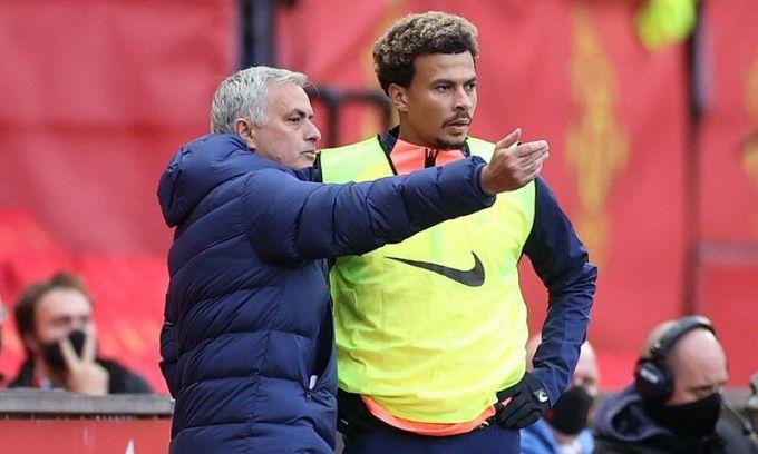 Đội bóng của Mourinho (trái) chưa từng thủng lưới sáu bàn. Real của Mourinho từng thua chủ nhà Barca 0-5. Sau trận đó, Mourinho nói: Thà thua một trận 0-5, còn hơn thua năm trận 0-1. Ảnh: Reuters