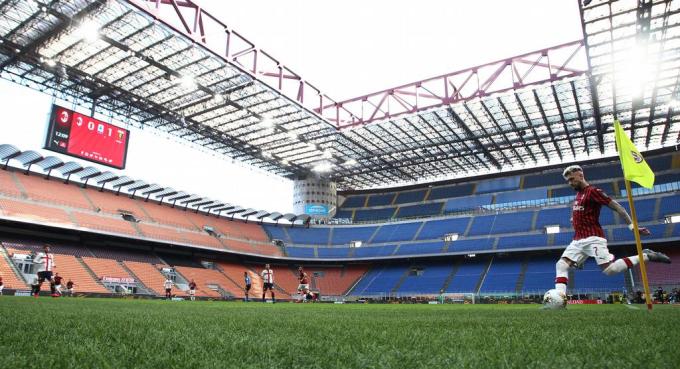 Các CLB thiệt hại lớn về tiền vé và doanh thu từ ngày có trận đấu khi bóng đá tuân thủ quy trình phòng dịch, giãn cách xã hội, đóng cửa với khán giả vào sân.