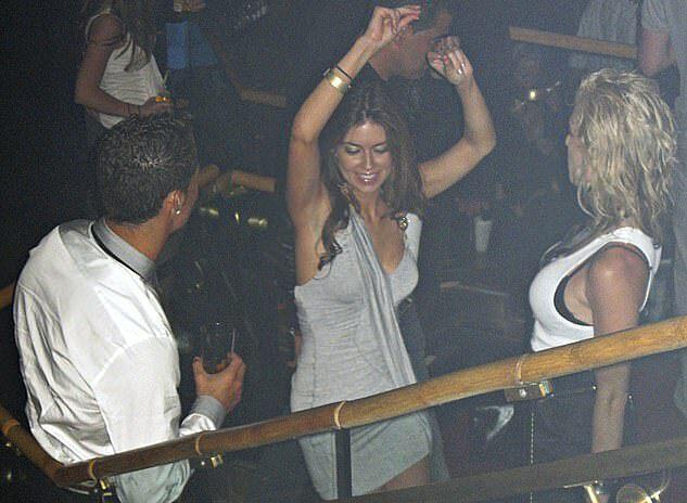 Ronaldo (trái) và Mayorga tại hộp đêm, trước khi xảy ra vụ việc. Ảnh: AP.