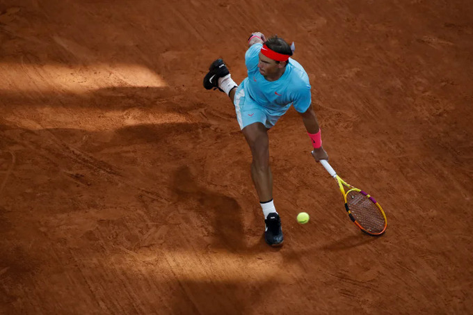 Chiến thắng hôm Chủ nhật 11/10 là lần thứ sáu Nadal ca khúc khải hoàn trong bảy lần đối đầu với Djokovic tại Roland Garros. Ảnh: AP.