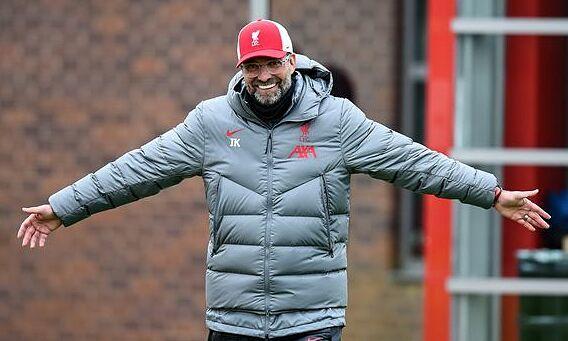 Tháng 2/2020, Klopp cũng từng viết thư hồi âm một CĐV nhí của Man Utd, khi cậu bé đề nghị Liverpool thua một trận. Ảnh: LFC