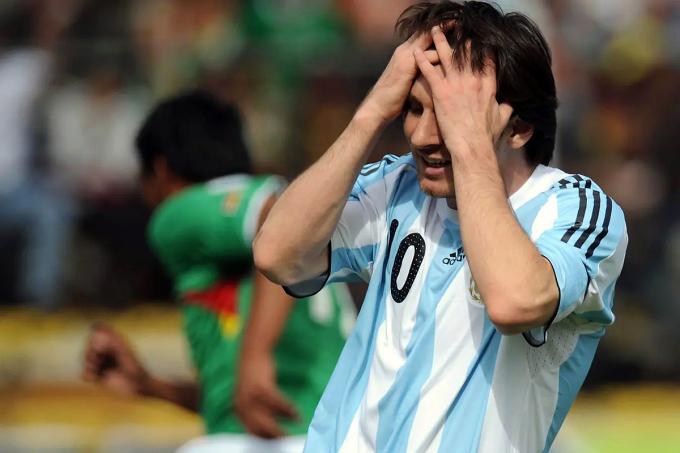 Messi mô tả điều kiện tại La Paz là không thể thi đấu sau trải nghiệm cùng Argentina thua 1-6 tại đây năm 2009. Ảnh: La Nacion