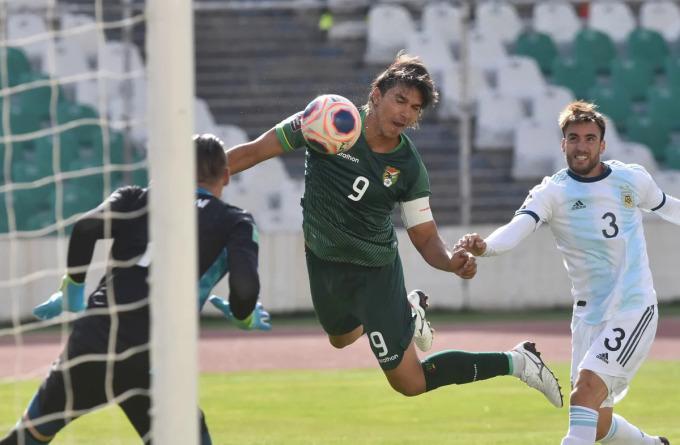 Moreno mở tỷ số cho Bolivia. Ảnh: Reuters.