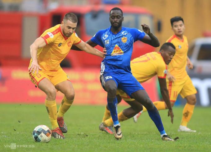 Thanh Hoá đánh bại Quảng Nam trong trận chung kết ngược, sớm hoàn thành mục tiêu trụ hạng.