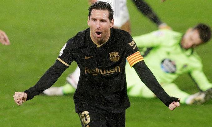 Messi chia vui sau quả tạt khiến Olaza phản lưới trong trận thắng Celta Vigo ở vòng 2 La Liga. Ảnh: Reuters.