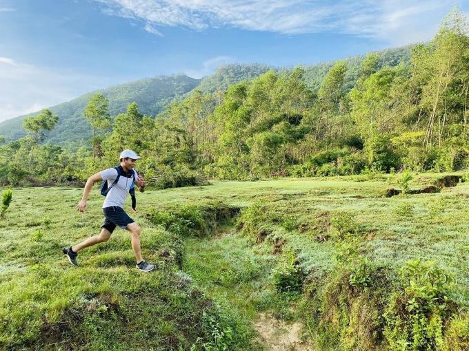 Ngọc Thạnh cùng các thành viên Huế Triathlon Club thích chạy trên những cung đường nguyên sơ, ngợp bóng cây xanh.