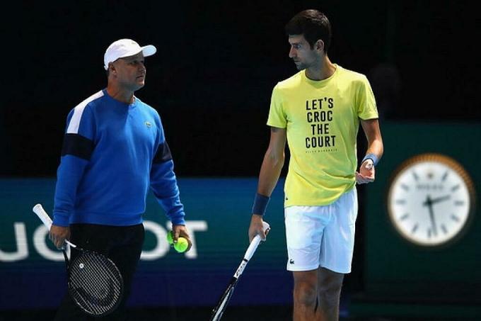 Vajda (trái) và Djokovic có mối quan hệ khăng khít. Ảnh: ES.