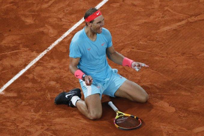 HLV Carlos Moya từng nói rằng sự khiêm tốn khi chạm trán những tay vợt top đầu giúp Nadal thường xuyên chiến thắng. Ảnh: AP.