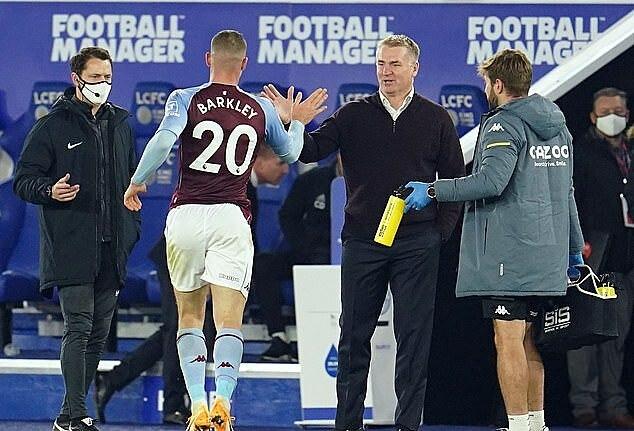 Từ chỗ là ứng viên cho cuộc đua trụ hạng, Aston Villa của HLV Dean Smith bay cao trên đỉnh bảng. Ảnh: AFP.