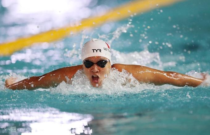 Lê Thị Mỹ Thảo lần thứ hai đánh bại Ánh Viên ở nội dung bơi bướm. Ảnh: Đức Đồng.