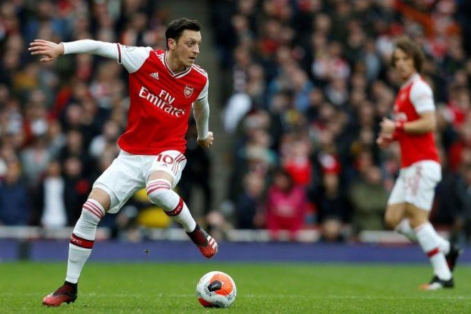 Dù nhận lương 450.000 USD mỗi tuần, Ozil đã không được thi đấu từ ngày 7/3/2020. Ảnh: Reuters.