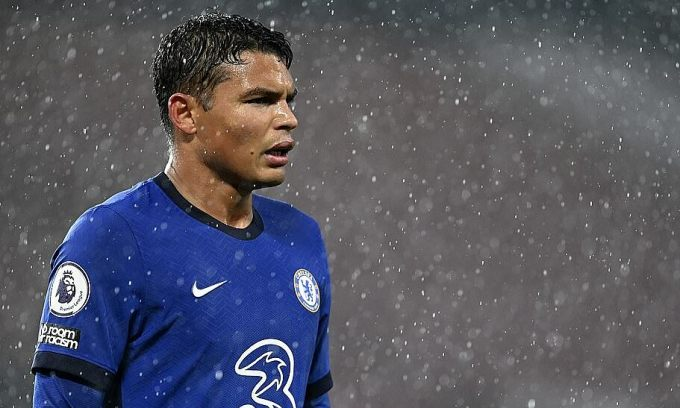 Thiago Silva ngày càng chứng tỏ tố chất thủ lĩnh trong màu áo Chelsea. Ảnh: AP.