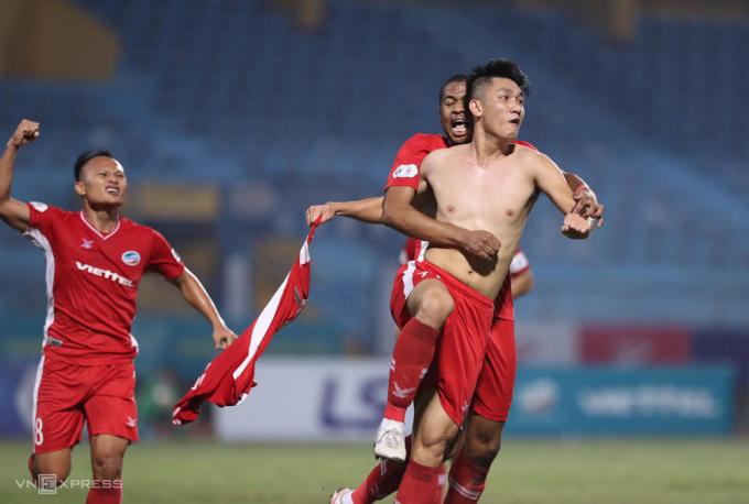 Trọng Đại ăn mừng khi ghi bàn, giúp Viettel hạ Hà Tĩnh 1-0 trên sân Hàng Đẫy ngày 15/10.