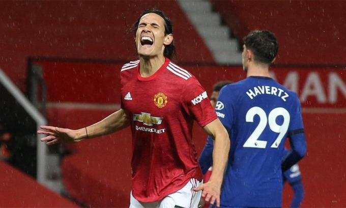 Cavani thất vọng sau một pha hỏng ăn trước Chelsea hôm 24/10. Ảnh: ManUtd.com