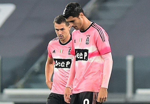 Morata (phải) chưa thể làm CĐV Juventus quên đi Ronaldo. Ảnh: Reuters.