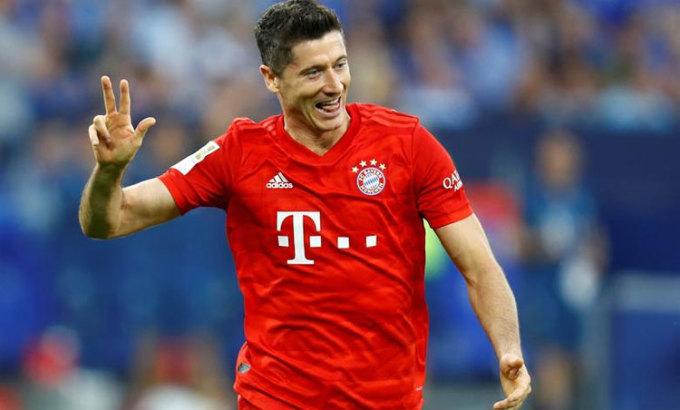Với Lewandowski, ghi bàn giống như chuyện ăn uống hàng ngày. Ảnh: Reuters.