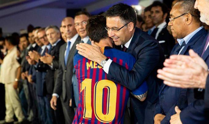 Chủ tịch Bartomeu muốn giữ Messi ở Barca đến hết nhiệm kỳ của ông. Ảnh: FCB.