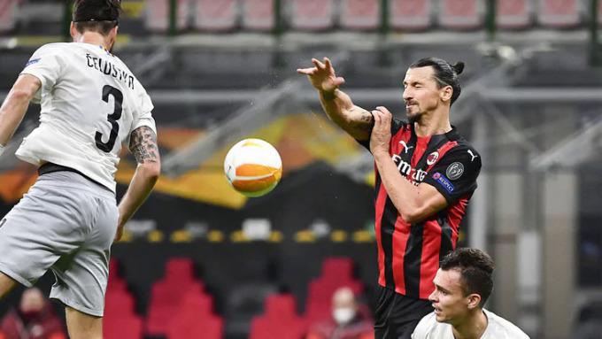 Ibrahimovic chỉ đá 45 phút hiệp một và tạo ảnh hưởng lớn lên các đồng đội, dù không ghi được bàn nào. Ảnh:  Lapresse