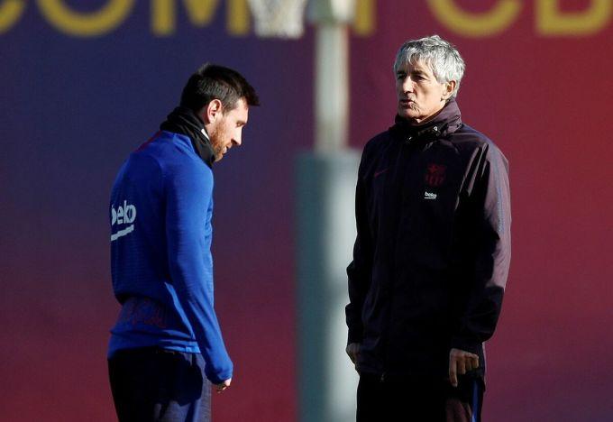 Setien và Messi trong một buổi tập ở Barca. Ảnh: Reuters.