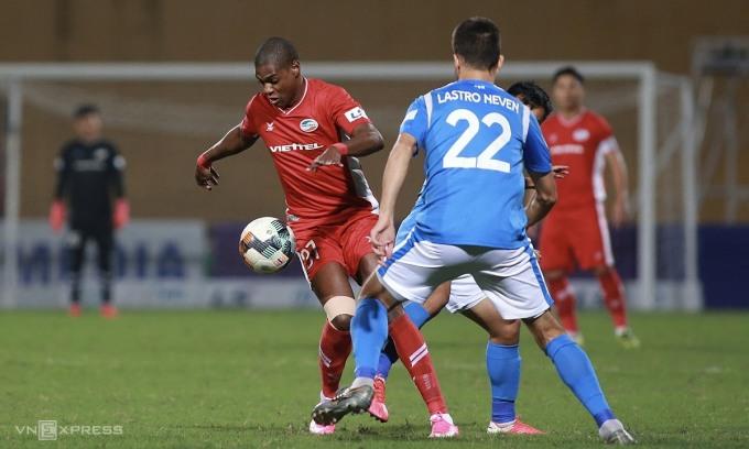 Viettel 0-0 Quảng Ninh (hiệp 1): Nguyên Mạnh chấn thương