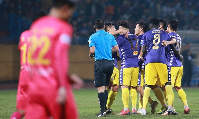 Đánh bại Sài Gòn nhưng Hà Nội cần đến sự trợ giúp của đối thủ ở vòng cuối nếu muốn vô địch. Ảnh: Lâm Thỏa.