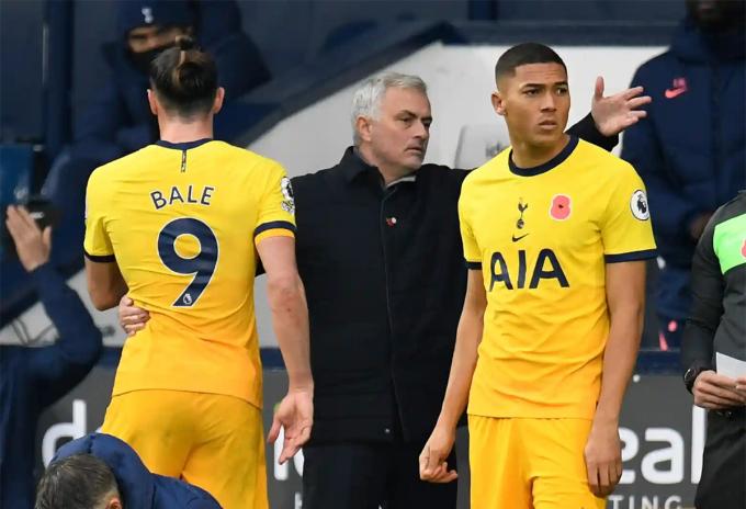 Mourinho thắng năm, hòa hai và chỉ thua một trong tám trận đầu Ngoại hạng Anh mùa này. Ảnh: Reuters
