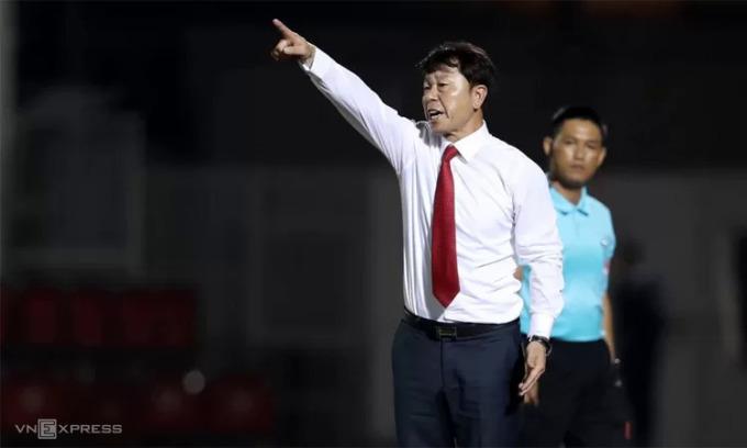 HLV Chung Hae-soung chia tay TP HCM mà không đòi đền bù hợp đồng.