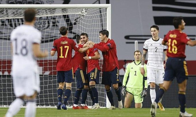 Ferran Torres (số 18) lập hat-trick vào lưới Đức. Ảnh: Reuters.