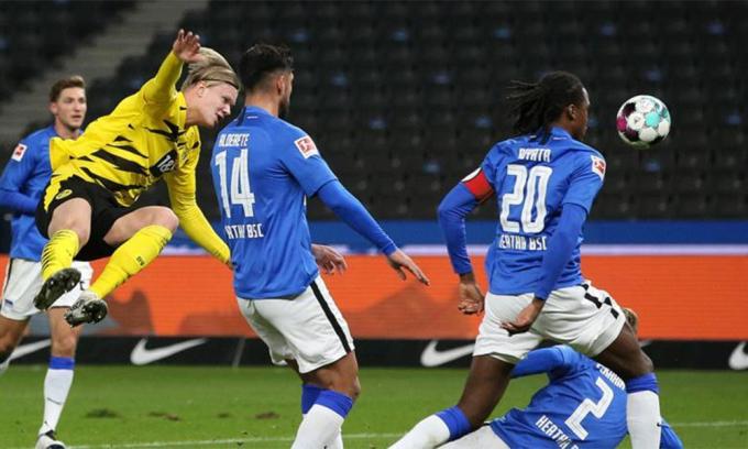 Haaland trong tình huống ấn định thắng lợi 5-2 cho Dortmund. Ảnh: BVB.