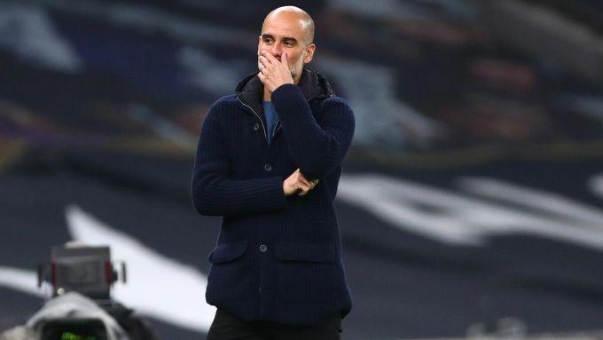 Guardiola thể hiện nỗi thất vọng trong trận thua Tottenham. Ảnh: Sky Sports.
