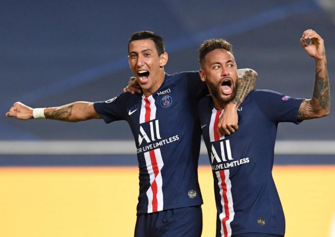 Di Maria kiếm phạt đền cho Neymar ghi bàn quyết định cho PSG. Ảnh: Reuters.