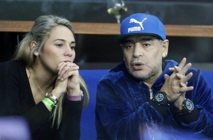 Maradona và người tình Oliva khi còn mặn nồng. Ảnh: AP.
