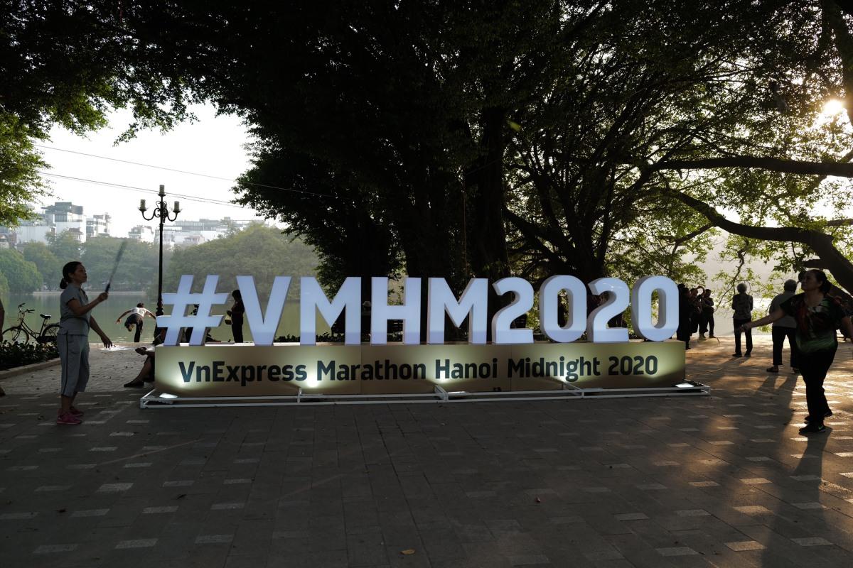 Hà Nội trang hoàng trước giờ xuất phát VnExpress Hanoi Midnight