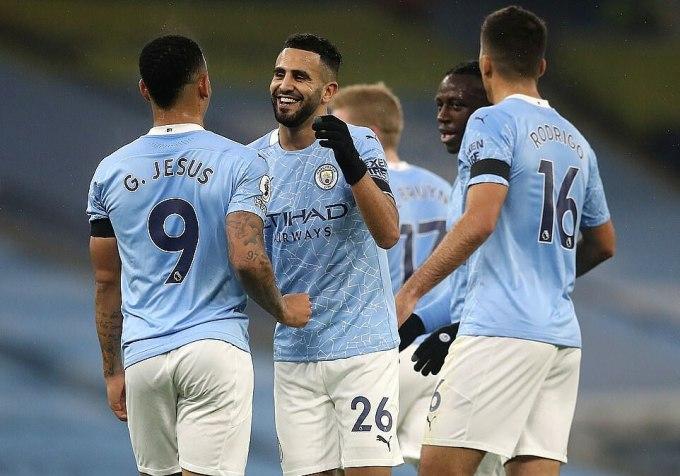 Mahrez (giữa) lập hat-trick giúp Man City có chiến thắng sau hai trận hòa và thua ở Ngoại hạng Anh. Ảnh: AFP.