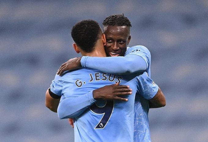Mendy ghi bàn đầu tiên cho Man City sau ba năm. Ảnh: Reuters.