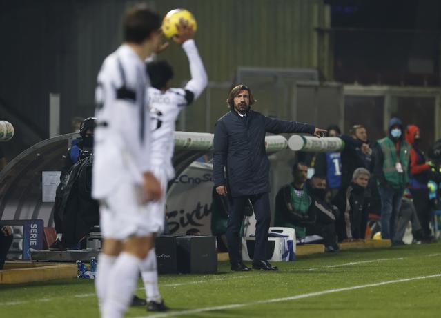 Pirlo chỉ giành bốn chiến thắng và năm trận hòa trong chín trận đầu Serie A mùa này. Ảnh: Reuters.