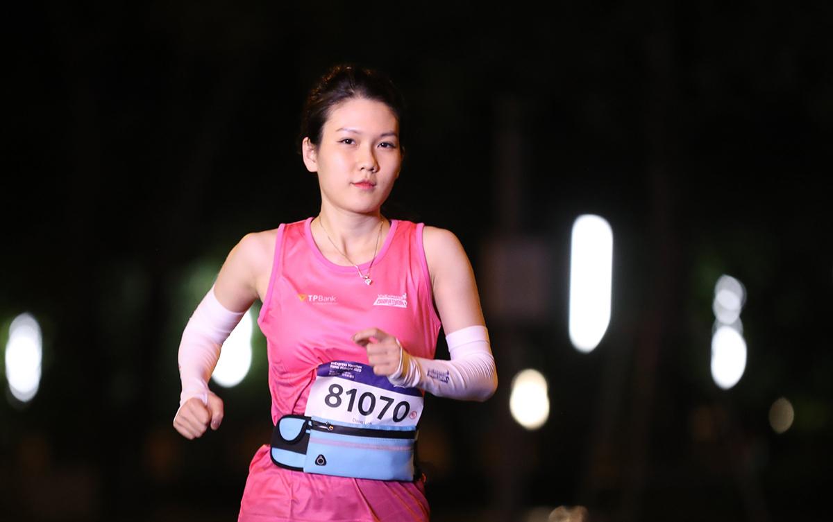 Những bóng hồng chạy giải đêm Hà Nội