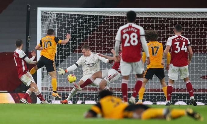 Arsenal thắng bốn, hoà một và thua năm trong 10 vòng đầu Ngoại hạng Anh. Ảnh: Reuters.