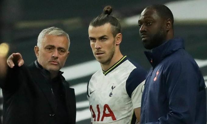 Bale (giữa) mới ghi một bàn kể từ đầu mùa. Ảnh: Reuters