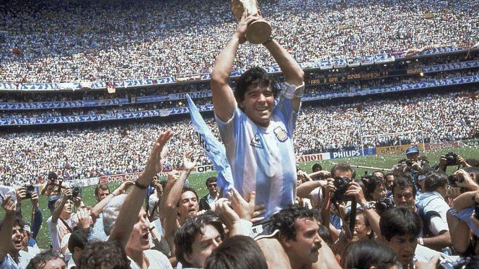 Maradona đưa tuyển Argentina giành World Cup 1986. Ảnh: Reuters.