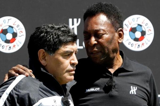 So sánh Pele và Maradona là một trong những chủ đề lớn nhất của bóng đá thế kỷ 20. Ảnh: Reuters.