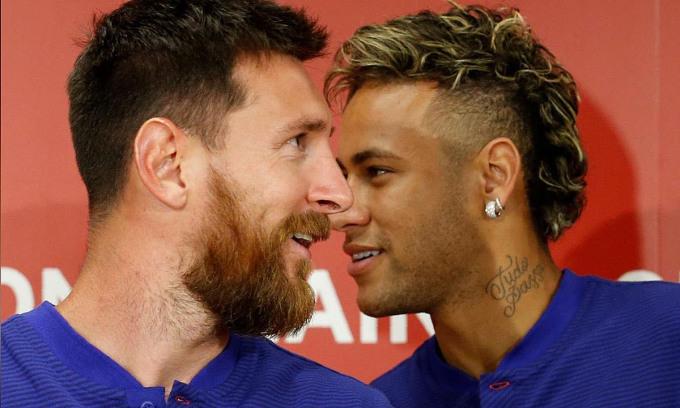 Neymar (phải) là đồng đội của Messi ở Barca giai đoạn 2013-2017. Ảnh: Reuters